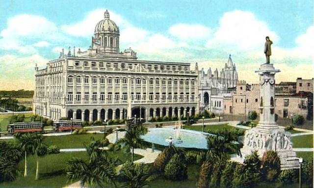 El parque, Palacio Presidencial y la estatua de Zayas (postal de época)