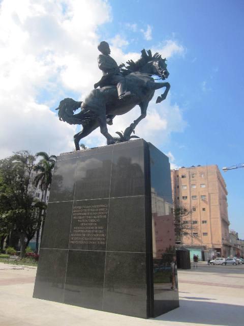 La nueva escultura de José Martí (dic. 2017)