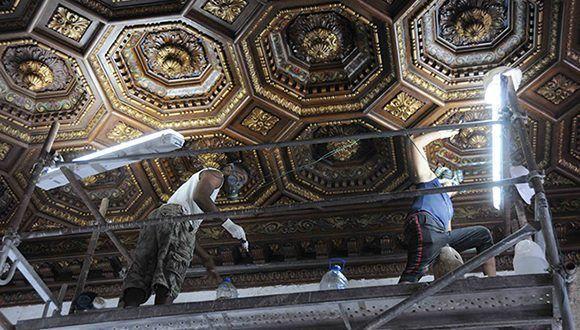 Trabajos de restauración en los techos del segundo nivel del Capitolio de La Habana, labor constructiva a cargo de la Oficina del Historiador de la Ciudad (OHC). Foto: Omara García Mederos/ACN.