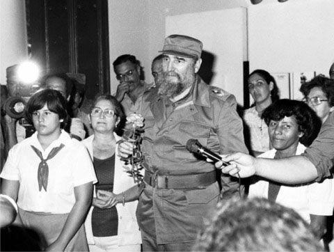 Fidel Castro visita el museo de Céspedes, en Bayamo, 19 de diciembre de 1986.