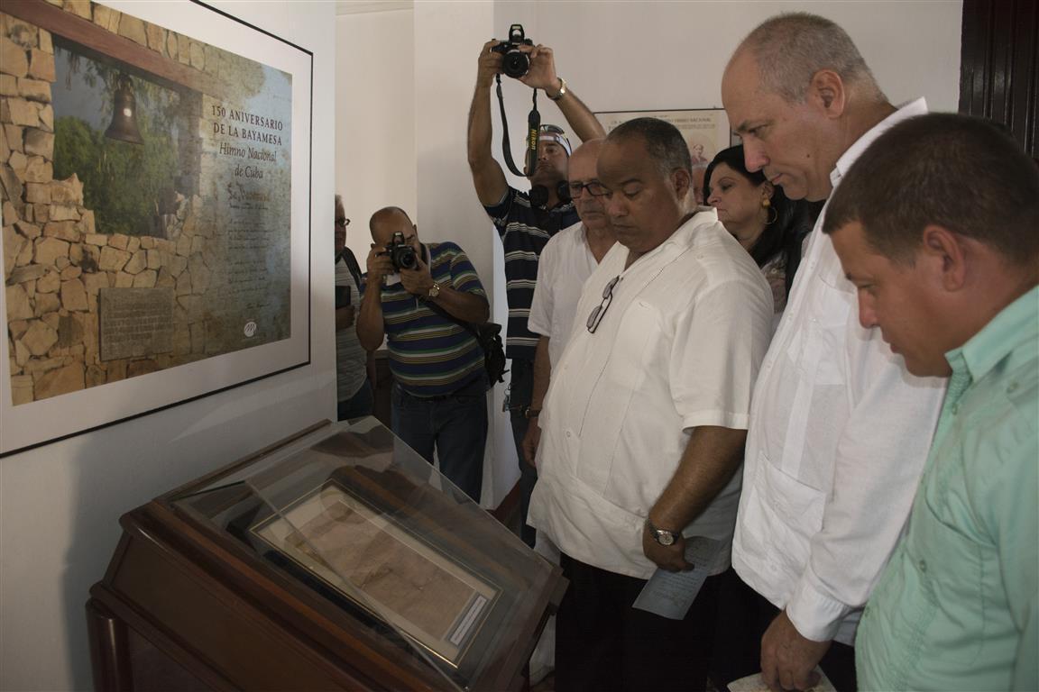 foto 11 ministro en casa de nacionalidad ante falsimin partitura (Medium)