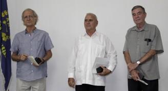 Carlos García Pleyán (I), Fausto Martínez García (D), e Irán Millán Cuétara (C), galardonados con el  Premio Nacional Hábitat, en La Habana, Cuba, el 31 de octubre de 2018.   ACN  FOTO/ Alejandro RODRÍGUEZ LEIVA/ rrcc