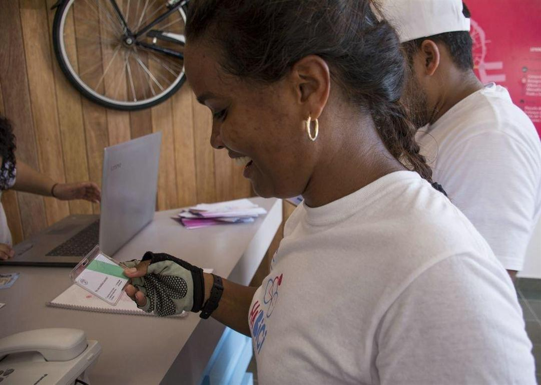 Lynne Zayas, de la empresa Restaura, es la primera cliente del servicio Ha'Bici