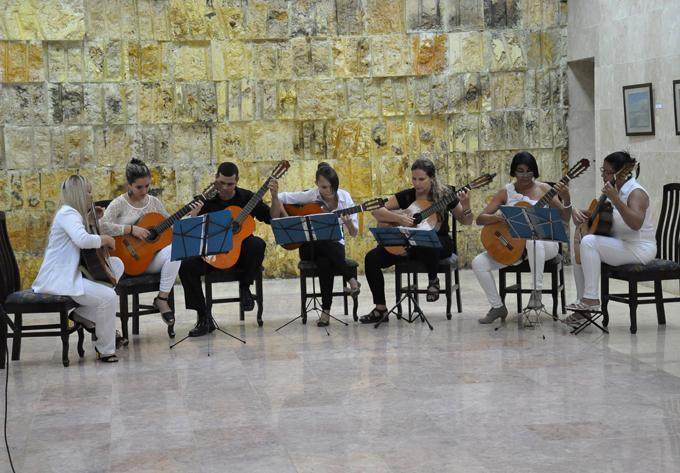 Orquesta-de-guitarras-Lidas-Bayamesas