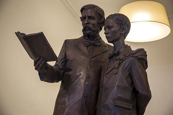 El maestro y su discípulo, obra de José Villa Soberón. Foto: Irene Pérez/ Cubadebate.