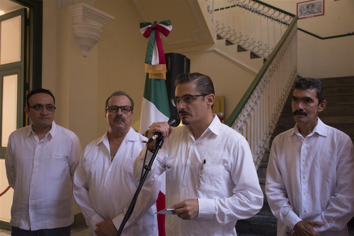 Dr. Javier Villaseñor Alonso, Agregado Cultural de la misión diplomática en la Isla