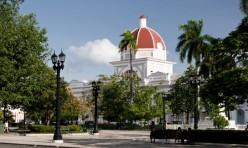 """El X Taller de Ciudades Patrimoniales Cubanas incluyó el recorrido por sitios emblemáticos de la ciudad de Cienfuegos. /Foto tomada del periódico """"5 de septiembre"""""""