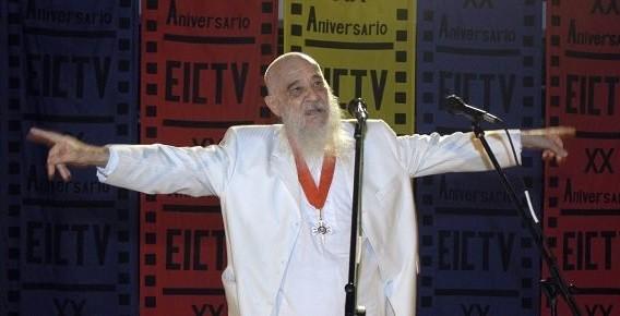 Fernando Birri, realizador, ensayista y poeta argentino. Fundador de la Escuela Internacional de Cine y Television de San Antonio de los Baños, pronuncia unas palabras durante la ceremonia efectuada el 14 de Diciembre del 2006, en ocasion de celebrarse el XX Aniversario de la Fundacion de ese centro. Foto: Jorge Luis Baños Hernández/ ACN.