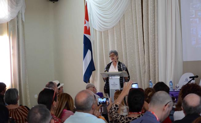 Conferencia de la Dra. Gina Rey Ridríguez (C), profesora de la Universidad Tecnológica de La Habana José Antonio Echeverría (CUJAE), en la inauguración del XIII Simposio Internacional Desafíos en el Manejo y Gestión de Ciudades, durante la Semana de la Cultura Camagüeyana y el Aniversario 505 de la fundación de la otrora Villa de Santa María del Puerto del Príncipe, en el Centro de Convenciones Santa Cecilia, en Camagüey, Cuba, el 1 de febrero de 2019. ACN FOTO/ Rodolfo BLANCO CUÉ/ rrcc