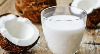Superalimentos-frutos-leche-coco