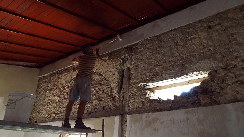 Trabajos de restauración de construcciones ruinas del incendio de la ciudad de Bayamo. / Foto: Argelio Pompa