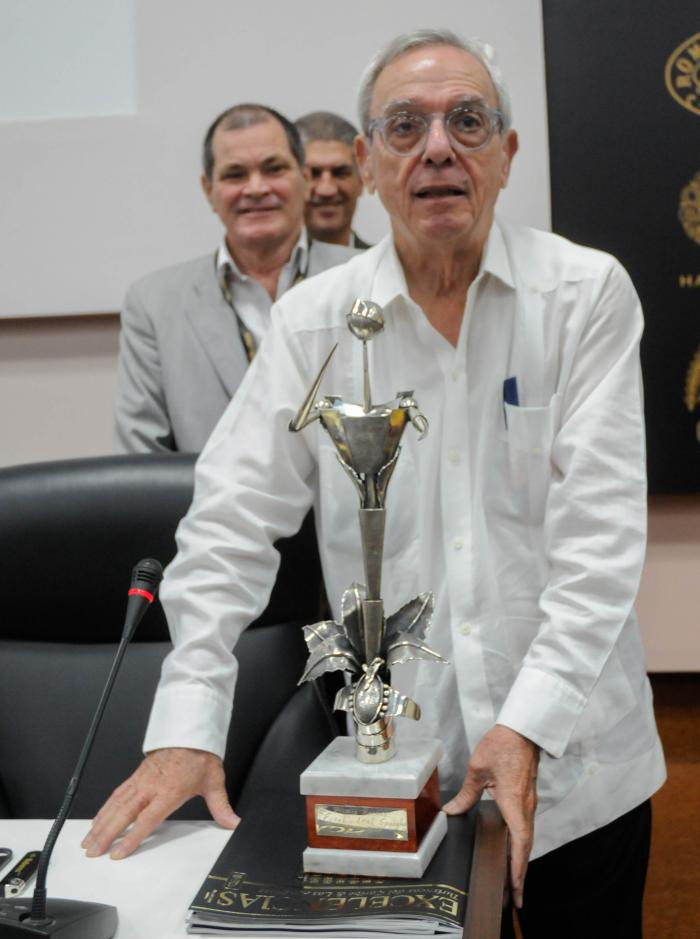 El doctor Eusebio Leal Spengler resultó condecorado con el Premio Honorifico Habano. Foto: Endry Correa Vaillant