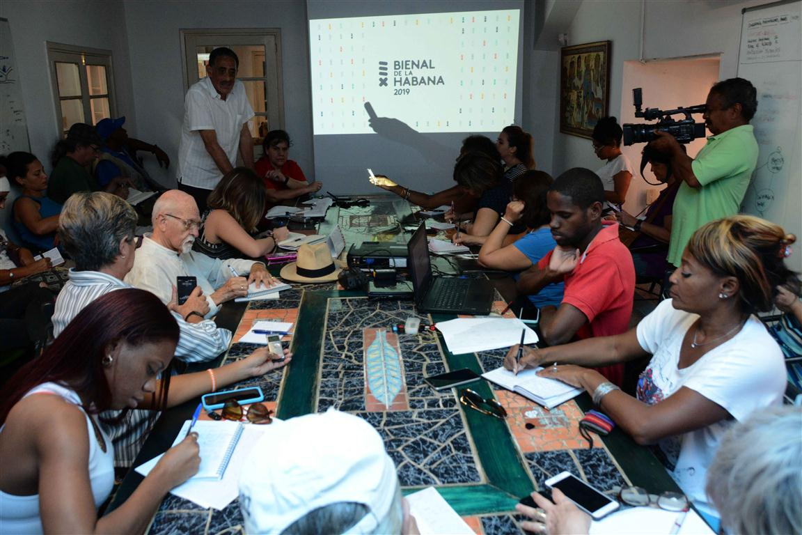 Momentos de la conferencia de prensa de la XIII Bienal de La Habana (Foto: Modesto Gutiérrez Cabo)