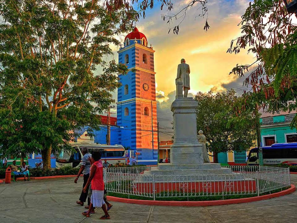 La ciudad de Sancti Spíritus, un lugar lleno de colores y genuinos estilos arquitectónicos coloniales. (Abel Rojas Barallobre / Cubahora)