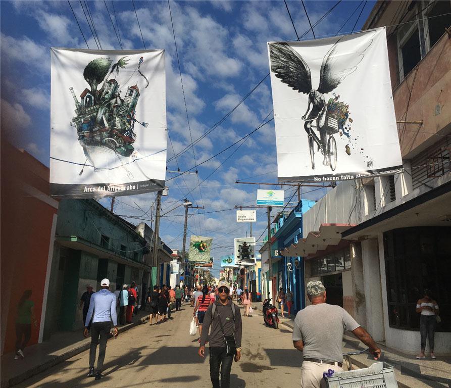 La muestra Humor Reverde de Cartoonclub y Fundación Ariguanbo tomaron la Avenida 41 de San Antonio de los Baños.
