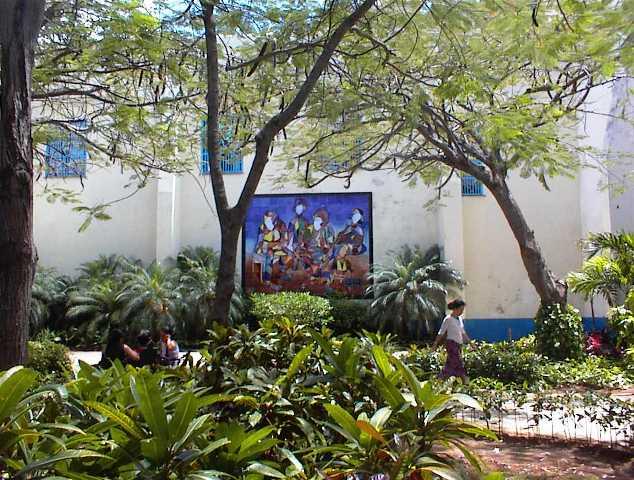 Mural cerámico en la plazuela