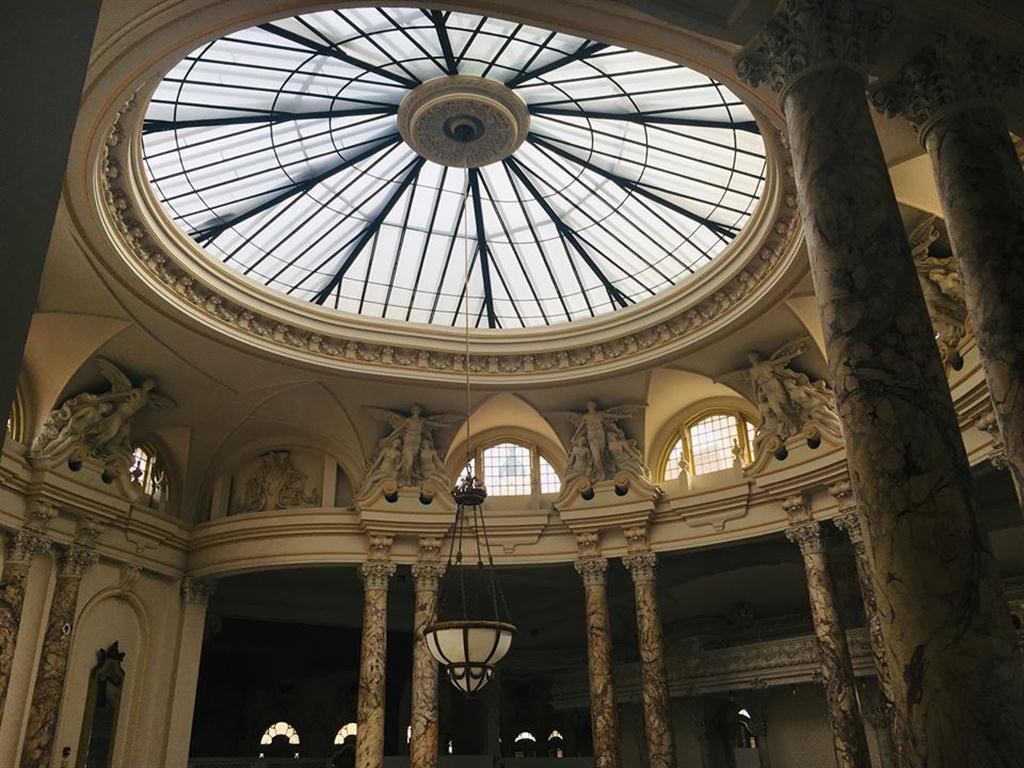 En su época, el Tacón fue el coliseo más grande y lujoso de América, y por sus cualidades técnicas, el tercero del orbe, después de la Scala de Milán y de la Ópera de Viena. El centro ha recibido a célebres y relevantes figuras como Ernesto Lecuona, Ignacio Cervantes y Eleodora Dusse.