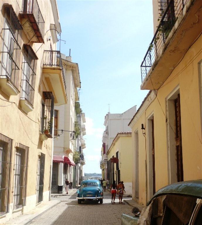 Calle Santa Clara, vista hacia el puerto