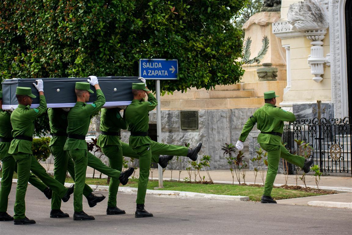 3 entierro militar (Medium)