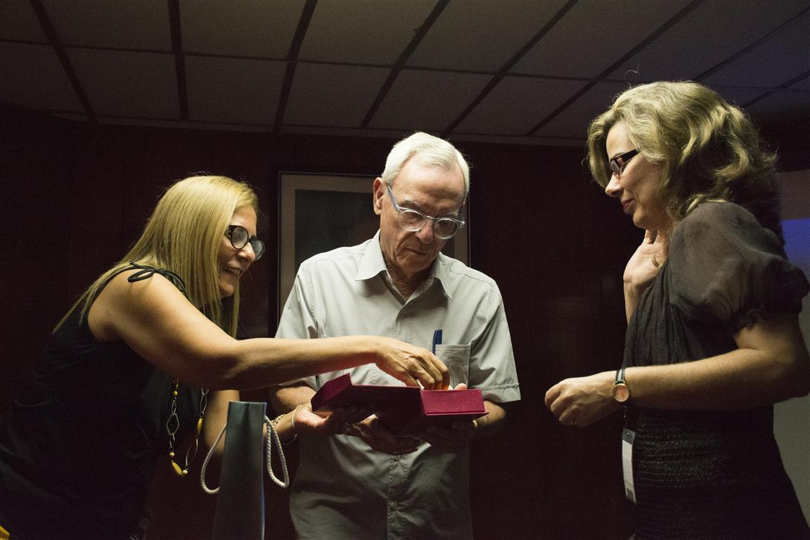 El Historiador de la Ciudad recibió de manos de la ministra de Finanzas y Precios weis el distintivo del institución que celebra sus 25 años