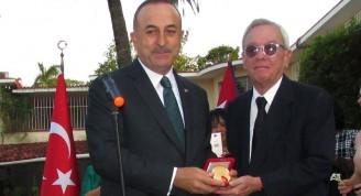medalla-al-servicio-distinguido-para-eusebio-leal-2