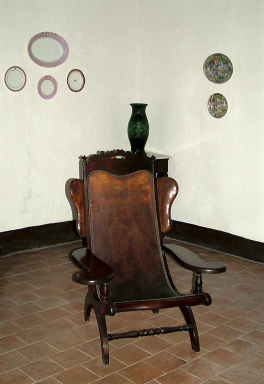 museo arte colonial butacas orejonas (Medium)