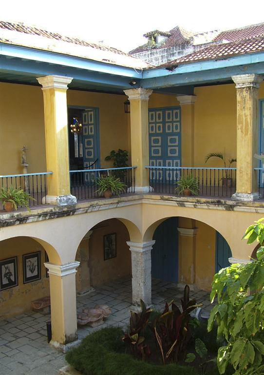 museo de arte colonial patio interior (Medium)