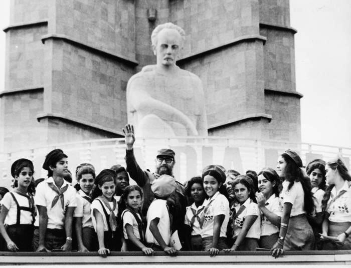 fidel-castro-jovenes-cubanos-radio-rebelde
