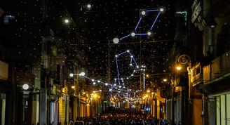 Luces de la ciudad italiana de Turín alumbran la céntrica calle Galiano en La Habana por el aniversario 500 de la capital. Foto: Abel Padrón Padilla/Cubadebate
