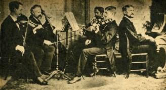 """La """"Sociedad de Música Clásica"""" de 1884. De izquierda a derecha: José Vandergutch, Charles Werner, Tomás de la Rosa, Félix Vandergutch y Hubert de Blanck"""
