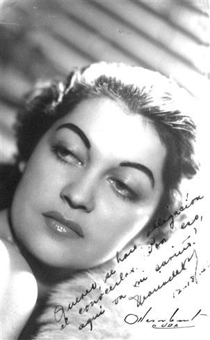 María-de-los-Ángeles-Santana-en-los-tiempos-de-su-debut-en-la-radioemisora-CMQ-Custom