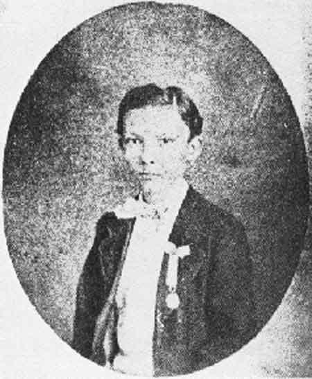 Primer retrato conocido de Martí, correspondiente a 1865, época escolar.