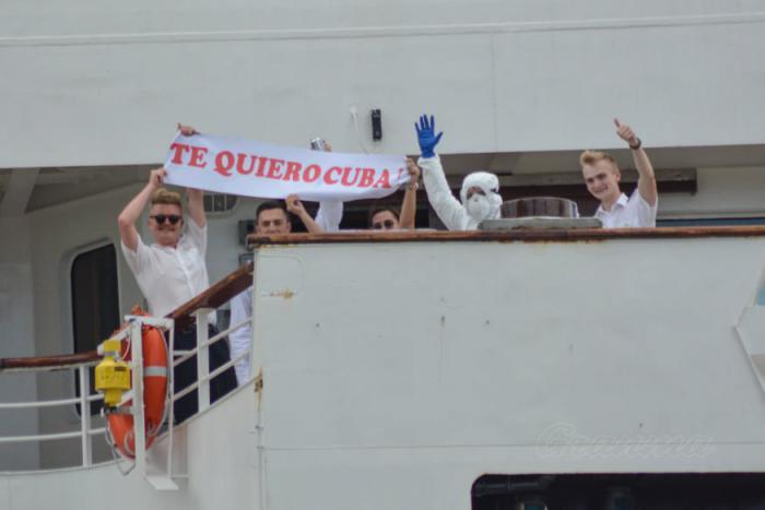 Viajeros del crucero británico ms Braemar, con enfermos de la pandemia de la Covid-19, encontraron puerto seguro en Cuba y una esperanza para salvar sus vidas, ante la deshumanización y el egoísmo de los que les dieron la espalda. Foto: Ricardo López Hevia