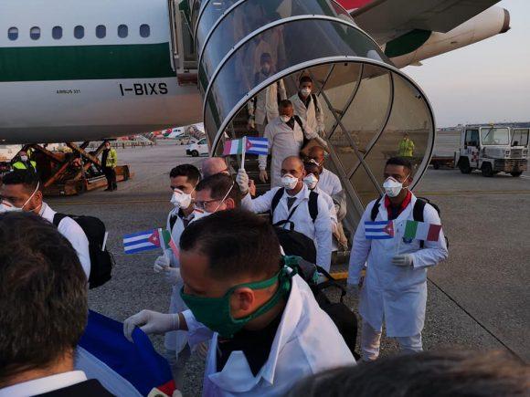 médicos-cubanos-en-italia-7-580x435
