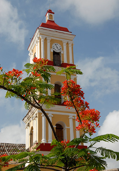 La torre de la Iglesia Parroquial Mayor San Juan Bautista (Fotos: Ramón Barreras Valdés/Archivo de Vanguardia)