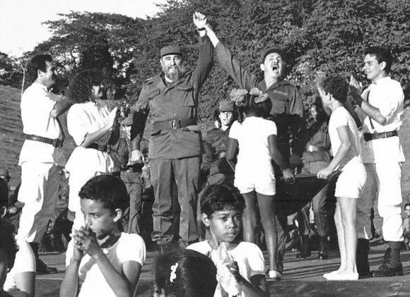 Fidel-y-Raul-en-Cinco-Palmas-580x421