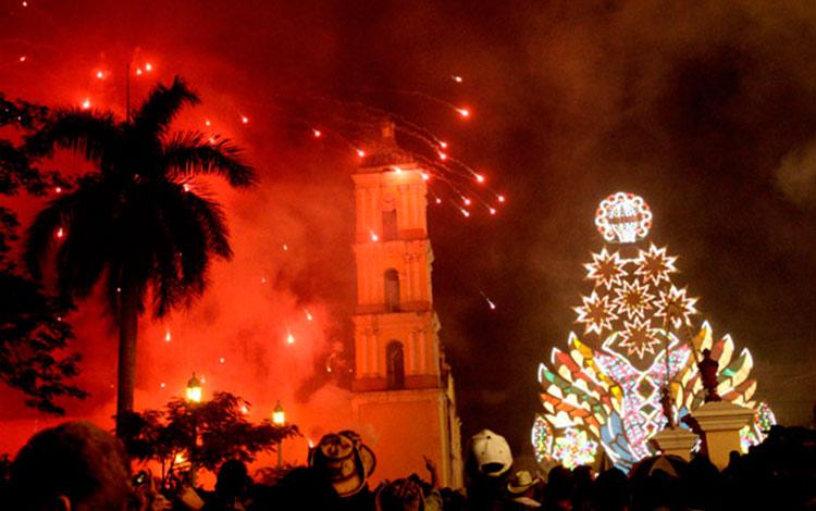 Remedios es la cuna de las parrandas, fiestas tradicionales que se desarrollan en poblados del centro-norte de Cuba y que fueron declaradas Patrimonio Inmaterial de la Humanidad. (Foto: Ismael Francisco/Cubadebate)