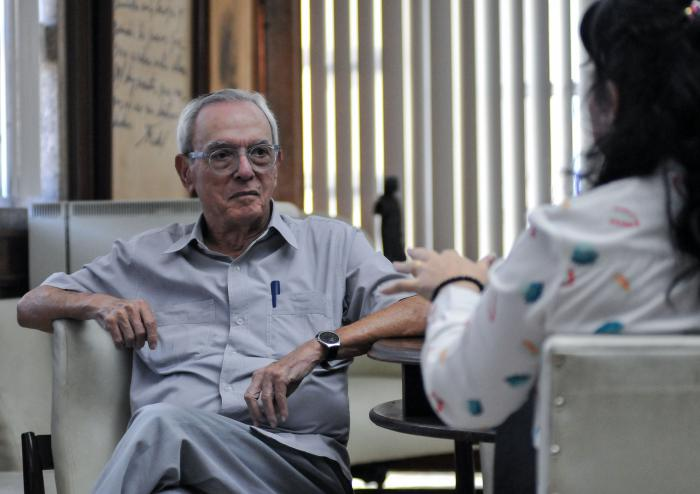 Eusebio Leal, durante una visita al Periódico Granma Foto: Ariel Cecilio Lemus