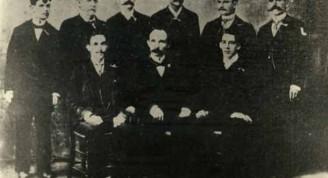 Foto tomada en Cayo Hueso, Florida, en diciembre de 1891, durante su primera visita junto a los miembros del Comité Organizador de patriotas cubanos en esa ciudad