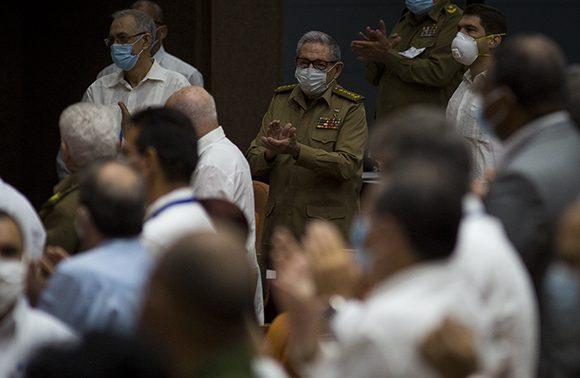 Asiste Raúl a sesión plenaria de la Asamblea Nacional del Poder Popular. Foto: Irene Pérez/ Cubadebate.