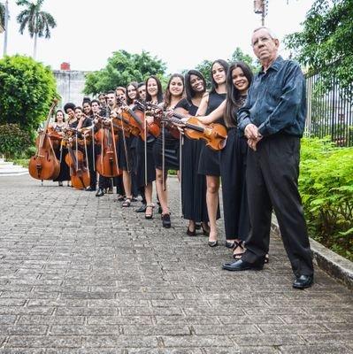 Ensemble Solistas de La Habana, bajo la dirección de Iván Valiente