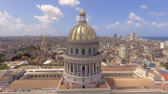 Especialistas rusos fueron los encargados de colocar láminas bañadas en oro en la cima del emblemático edificio, tal como fue originalmente. Foto: Naturaleza Secreta.