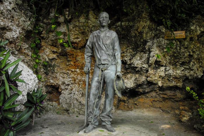 """Estatua de José Martí, joven y prisionero. El nombre de la escultura es """"Preso 113"""" (Foto: Marcia Ríos)"""