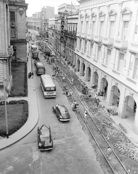Calle Zulueta, desde San José a Teniente Rey, 1952