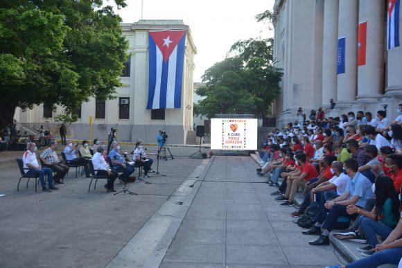 Presidente cubano intercambia con jóvenes en la Universidad de La Habana. Foto: Presidencia de Cuba
