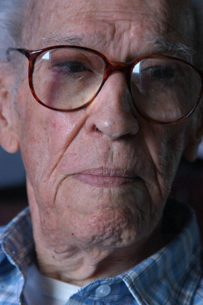 """""""Augier, quien recibió el Premio Nacional de Literatura en 1991, se definía como 'superviviente de una generación literaria bastante lejana'""""."""