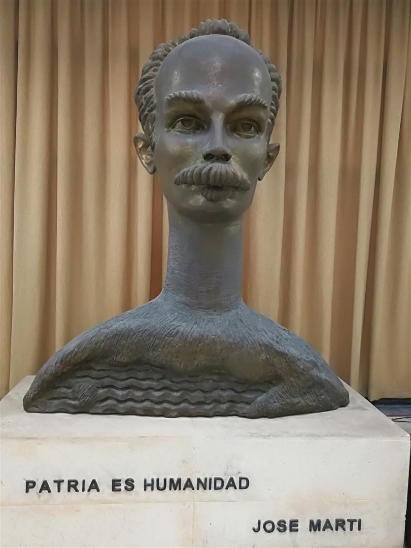 Busto de la Bibiloteca Nacional José Martí