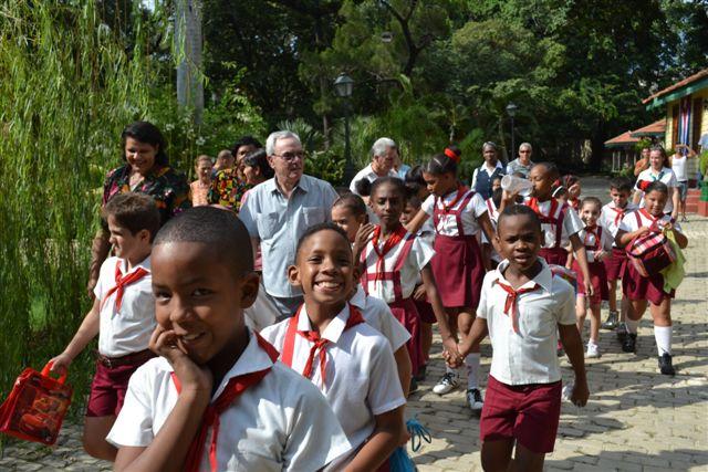 Eusebio Leal recorre junto a los niños la Quinta de los Molinos