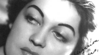 """""""No necesitas tú, para anunciarte, ser vedette, ni estrella, ni cubana, a ti basta solo con llamarte María de los Ángeles Santana"""". Don Antonio Paso"""