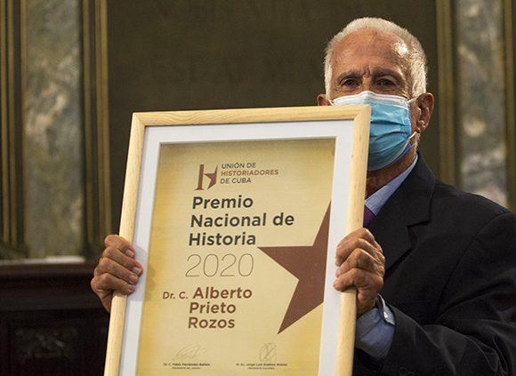 Alberto Prieto Rozos, Premio Nacional de Historia 2020. Foto: Irene Pérez/ Cubadebate.